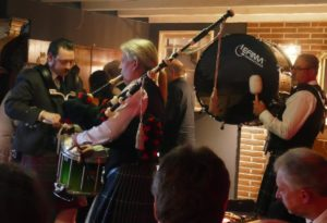 Pipes and drums by Ann-Kathrin Albert and her men ...